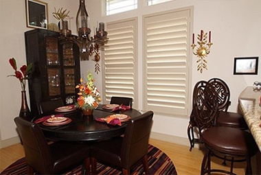 Beautiful blinds in dining room